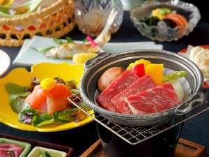 伊香保温泉 和心の宿オーモリ:【上州牛つき会席】 上州牛の魅力は細かく入ったサシ。霜ふりのお肉です。口の中でとろけるような食感が◎