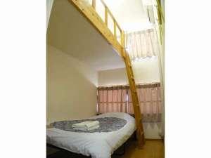ホテル明月:ロフトツインルーム ロフトベッドとなります。2名様でご利用いただけます。