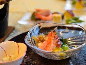 梅園の里:夕食は新鮮な山海の幸が自慢のふるさと料理をご堪能下さい。
