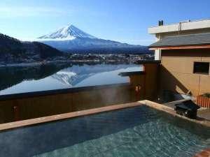 湖楽おんやど 富士吟景:露天風呂から望む富士山