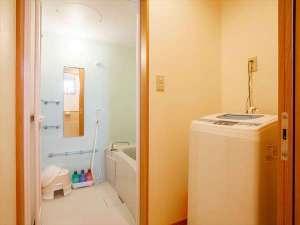かりゆしコンドミニアムリゾート名護 ラスフローレス:独立したバスルームとトイレをご用意しております。