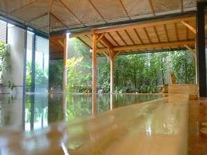 出雲・玉造温泉 白石家:【総檜風呂】まるで湯船すべてが化粧水!保湿成分たっぷりの美肌温泉と新緑の露天風呂で極上リラックス♪
