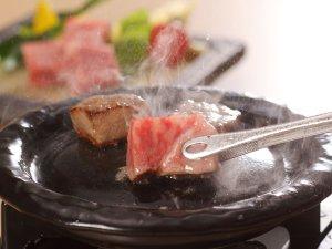 出雲・玉造温泉 白石家:【島根和牛ステーキ】鮮やかな色合いときめ細やかな「霜降り肉」、深いコクと風味豊かな味わい♪