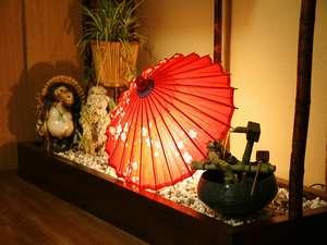 民宿 山村:玄関☆お出迎えスペースは和みの灯りで