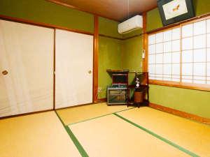 民宿 山村:純和風のお部屋。ご利用人数によってお部屋をアレンジいたします。