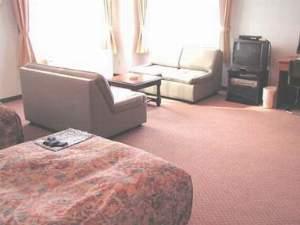 長崎シティーホテルアネックス3:広々としたお部屋でおくつろぎ下さい。