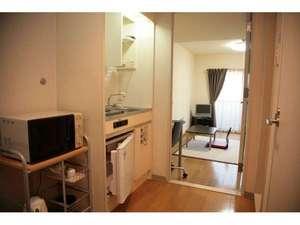 ウィークリーホテル ノースポイント:こちらはキッチンになります。生活に便利な備品を取り揃えております。全室にキッチン完備です。