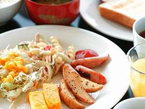 【朝食】和洋沖縄料理もある、バイキングスタイルです。