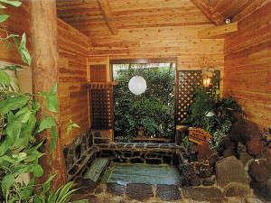 落ち着いた大人の宿 もしもしピエロ:温泉岩風呂大浴場