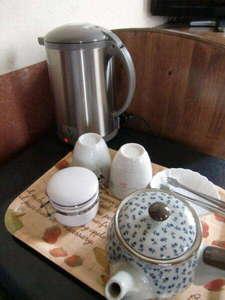各部屋にはお茶のセットをご準備しております。