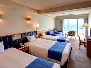 【本館】洋室 バルコニーから東シナ海を一望するオーシャンビュー波の音をより近くに感じられます