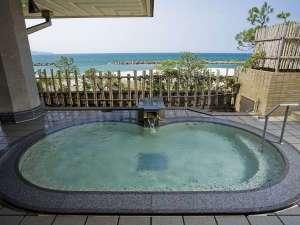 皆生グランドホテル 天水:目の前に広がる日本海を望む露天風呂