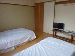 ビジネス旅館たかの家:洋室
