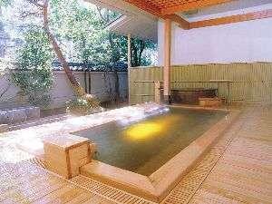 信州・上諏訪温泉 琥珀色の自家源泉を持つ宿【ホテル鷺乃湯】:露天風呂一例