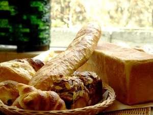 水上ホテル聚楽(じゅらく):『聚楽の自家製パン』で始まる朝!奥利根のおいしい水と最高の素材・技術が美味しいパンを生み出します♪