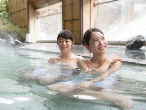水上温泉 みなかみホテルジュラク:景色と温泉のぬくもりの両方をお楽しみください。【天狗の湯・露天】