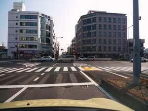 【地図】①津駅前正面河合塾を右折します