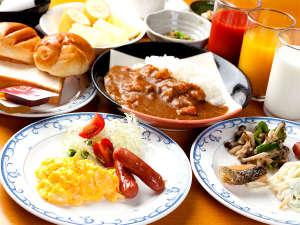 """フェニックスホテル:『おいしい♪』とお客様から絶賛の朝食バイキング!!じっくり煮込んだ""""朝カレー""""が大人気です♪"""