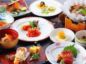 大観荘:旬の素材を用いた季節の会席料理。毎月メニューが変わります。