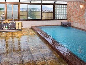 大観荘:湯の華の舞う源泉掛け流し式の天然温泉です。「新館3F展望浴場」