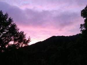 岩手県陸前高田 玉乃湯:玉乃湯は標高の高いところにあります。夕暮れの空は舞地に違う色できれい