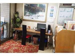 ビジネス旅館 はらだ:ロビーにパソコン設置ランケーブル接続可能。 客室内はWi-Fi接続可能です。