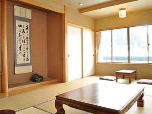 山の宿 野中温泉:【客室(4-6名用】二間続きのゆったりとした造りです。