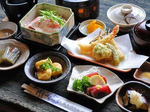 山の宿 野中温泉:【夕食】一品一品、素材にこだわったお食事をお楽しみ下さい。