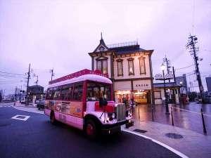 道後オンセナート!アート作品が多い道後温泉駅へボンネットバスで無料送迎.