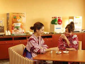 2階フリードリンクコーナーでは、松山銘菓にカフェメニューもご用意♪ご休憩にも、待ち合わせにも♪