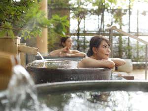道後のお湯と緑豊かな露天風呂でリラックス♪お肌しっとり、湯冷めしにくく、体の芯から温まる♪