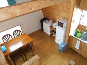 コテージ森林:寝室から2階ダイニングを見下ろすとこんな感じです。