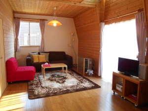コテージ森林:カップルにお勧めのソファタイプお部屋です。(一例))