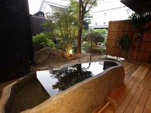 山形座 瀧波:【SAKURA03】春には蔵王石をくり抜いた露天風呂に浸かりながらお花見を!新緑の湯あみも格別