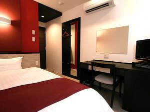 シングルルームのベッドサイズはゆったり120cm セミダブルサイズ♪