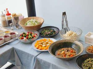 朝食サービスは7:00~9:00の間、1Fフロントロビーにてご提供いたします。