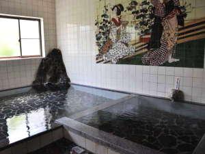 古湯温泉 つかさ旅館:男女別の大浴場/古湯名物の「ぬる湯」が堪能できる大浴場。加温した熱めの湯船もございます。