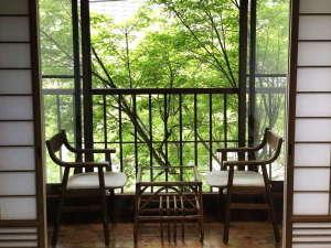 古湯温泉 つかさ旅館:和室一例/昔ながらの広縁でゆったりと。