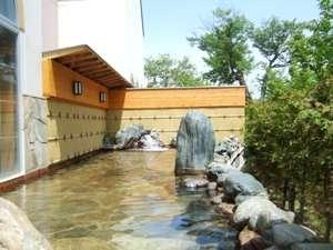 マウレ山荘:夜になると、満点の星空を見ながらの温泉は、つい時を忘れてしまうほどの気持ちよさ