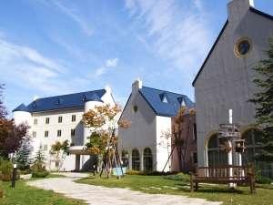 マウレ山荘:9月下旬頃、マウレ山荘周辺の木々の紅葉が始まります。