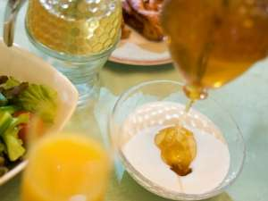 マウレ山荘:【朝食バイキング】蜂とともに花を求め、全国を旅しながら採蜜する遠軽町花田養蜂園さんこだわりの純粋蜂蜜