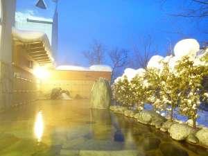 マウレ山荘:【女性露天風呂】日本の冬の贅沢!雪景色を見ながらの露天風呂で、身も心もポカポカ