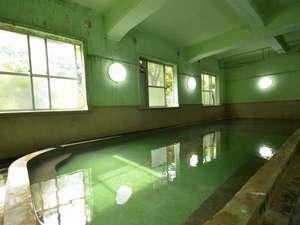 いで湯と文学の宿 和泉屋旅館:レトロな雰囲気の大浴場は和泉屋ならではの雰囲気です♪
