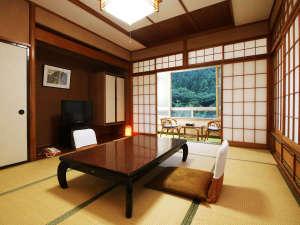 いで湯と文学の宿 和泉屋旅館:和室10畳