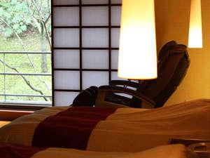 全室半露天風呂つき 山もみじの宿 八芳園:和洋特別室 南館客室にマッサージチェアーをご用意しております。ごゆっくりお過ごし下さいませ。