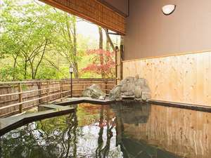 寿広園:都会の喧騒からはなれ、春夏秋冬の表情を楽しみながら、ゆったりした開放感をご体感ください。