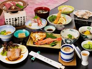 寿広園:地元で採れた山菜など季節感あふれる料理です。ボリュームもあります!(写真は一例です)