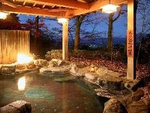遠くに赤城山や、渋川の町が眺められるかみつけの湯露天風呂