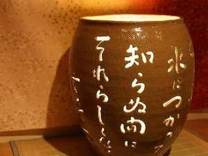 手つくりの優しさが足元を照らしてくれる切抜き陶器行燈