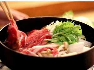 いかほ秀水園:上州牛すきやき御膳プランにてお客様の目の前でおつくりします